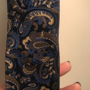 Paisley Print Tie and pocket square NWT
